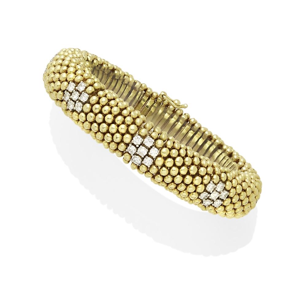 Lot 27 - A diamond bracelet