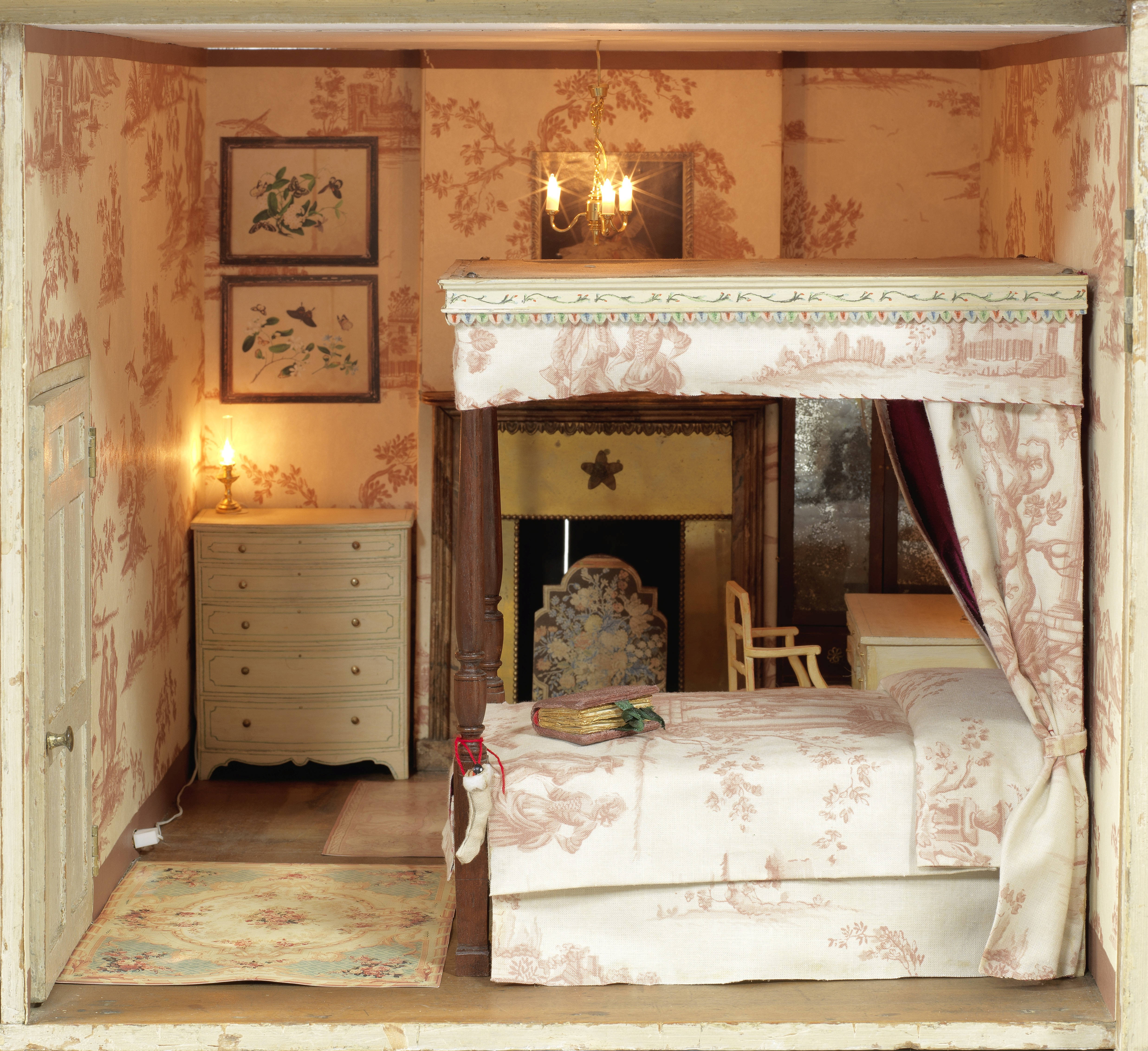 Lot 29 - A late 18th century English painted pine baby house in the Palladian style with later contents an...