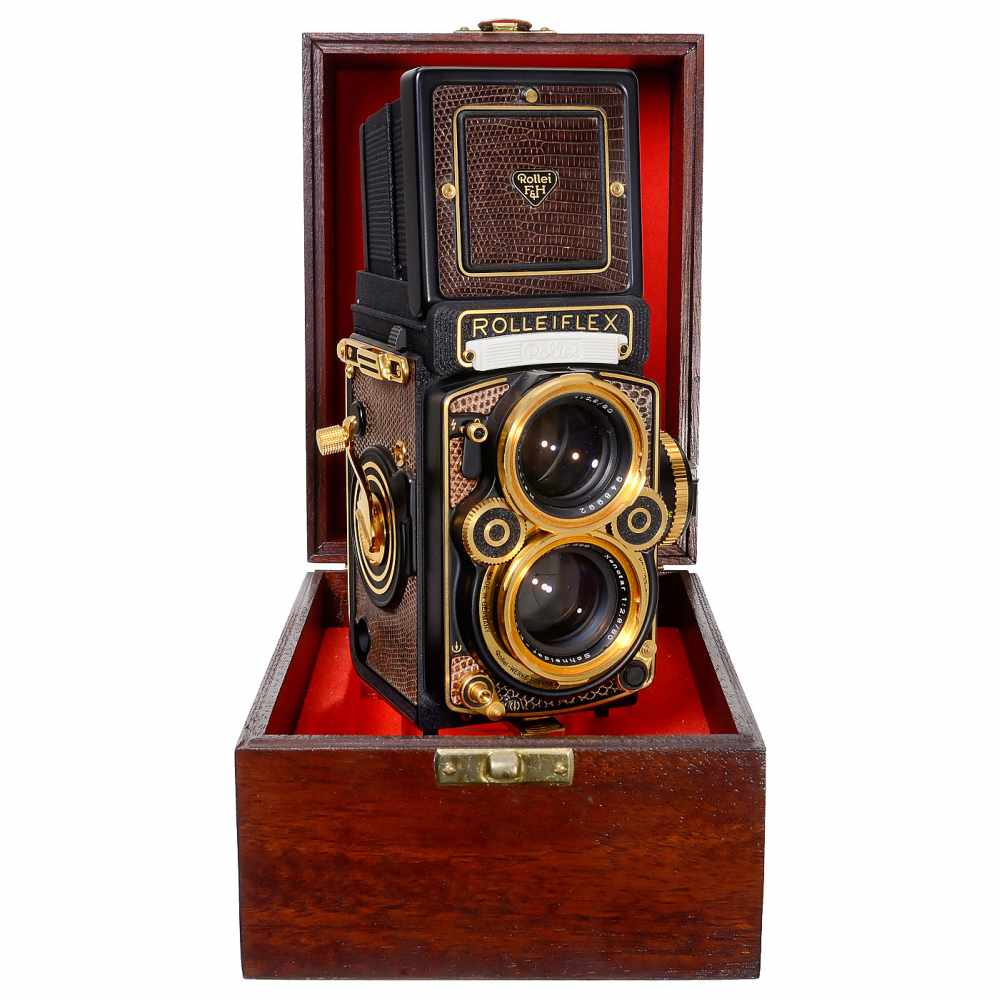Lot 3 - Rolleiflex 2,8F Aurum, 1983Rollei-Werke Franke & Heidecke, Braunschweig. Gold-plated commemorative
