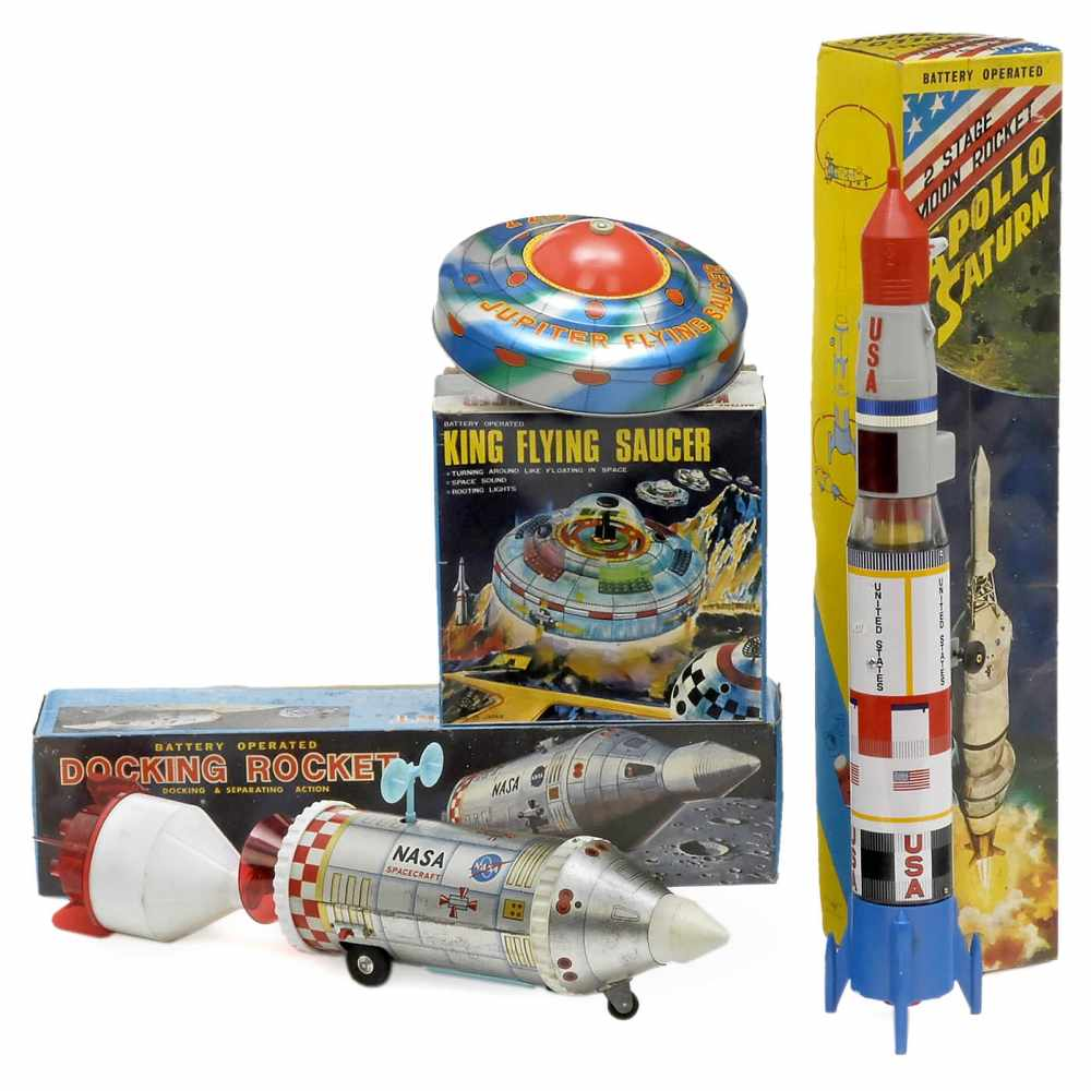 Lot 53 - 3 Japan Space Toys, c. 1965Lithographed tin and plastic. 1) Docking Rocket, Daiya Toys, battery (