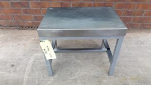 Small sturdy Stainless Steel table with radius (ro