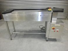Stainless steel accumulation table with rotary tab