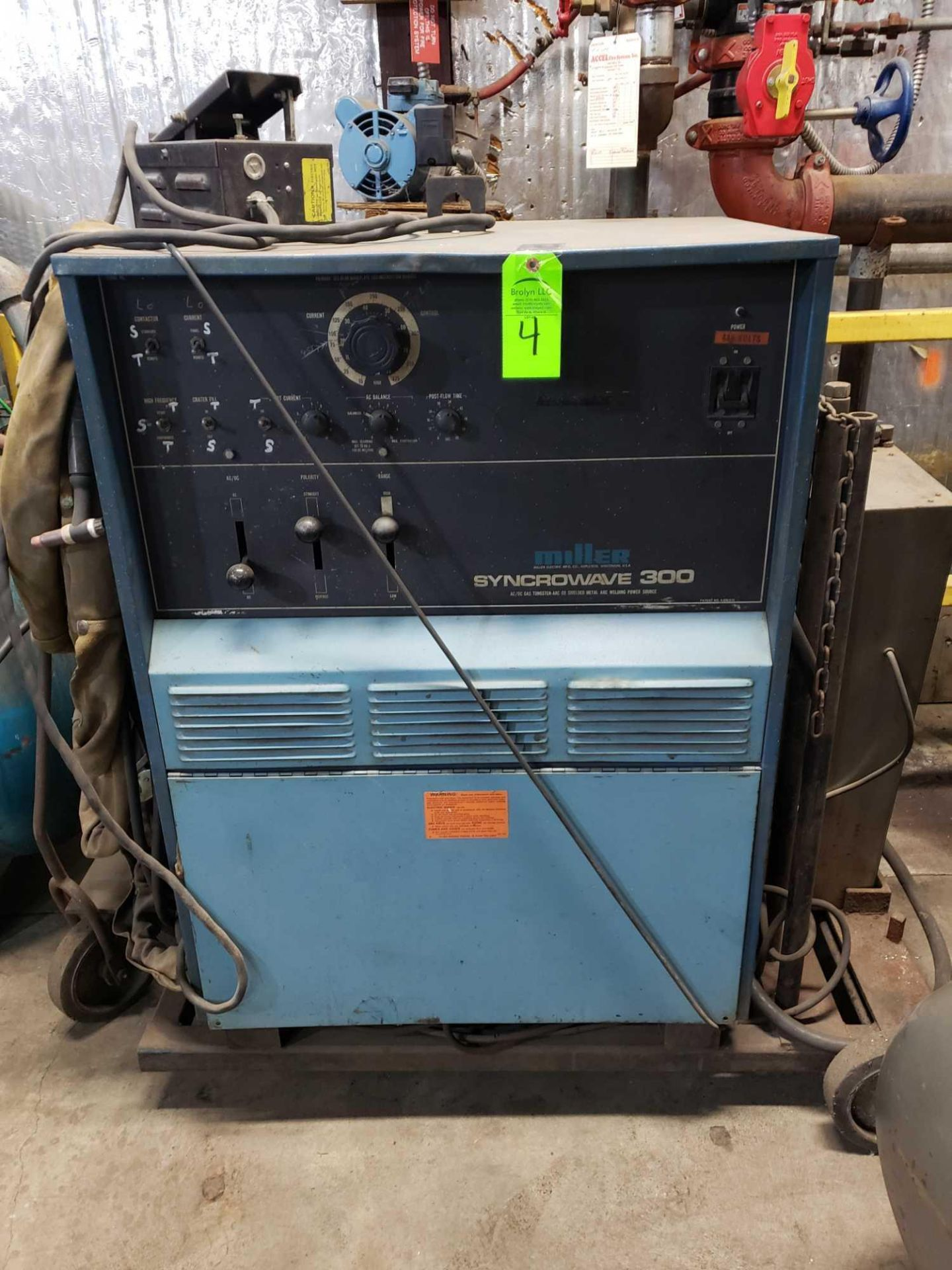 Lot 4 - Miller Syncrowave 300 welder with tig leads, miller foot and L-Tec chiller control,