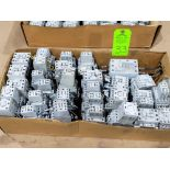 Lotto 33 - Large Qty of Allen Bradley Contactors in assorted sizes and part numbers.