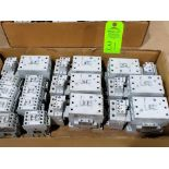Lotto 31 - Large Qty of Allen Bradley Contactors in assorted sizes and part numbers.