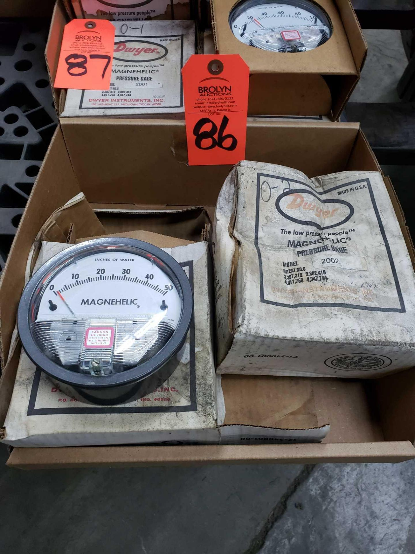 Lot 86 - Qty 2 - Dwyer Magnehelic model 2002 pressure gauges. New. Boxes show wear.
