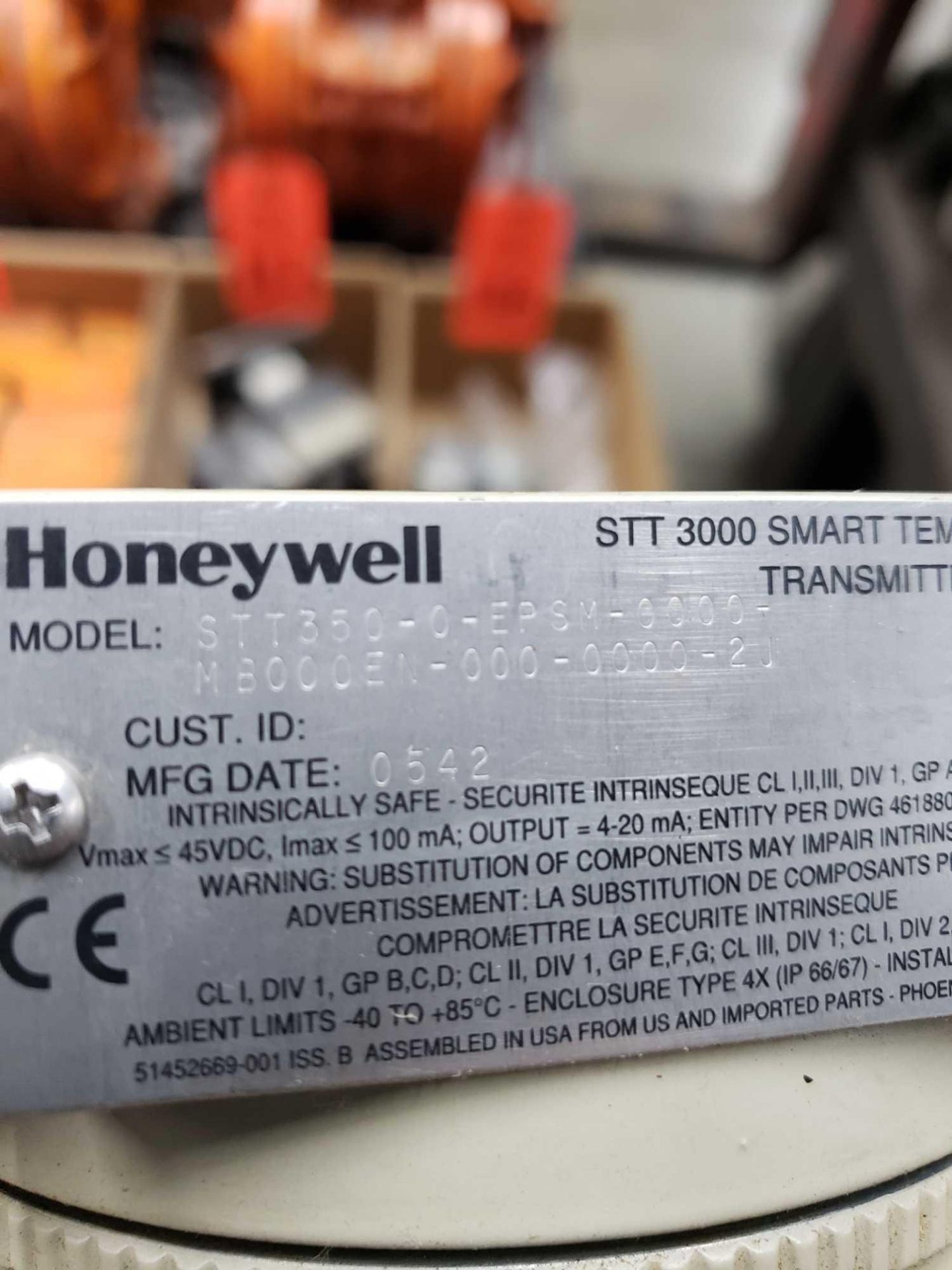 Lot 124 - Honeywell STT3000 smart temperature transmitter. new with minor shelf wear.