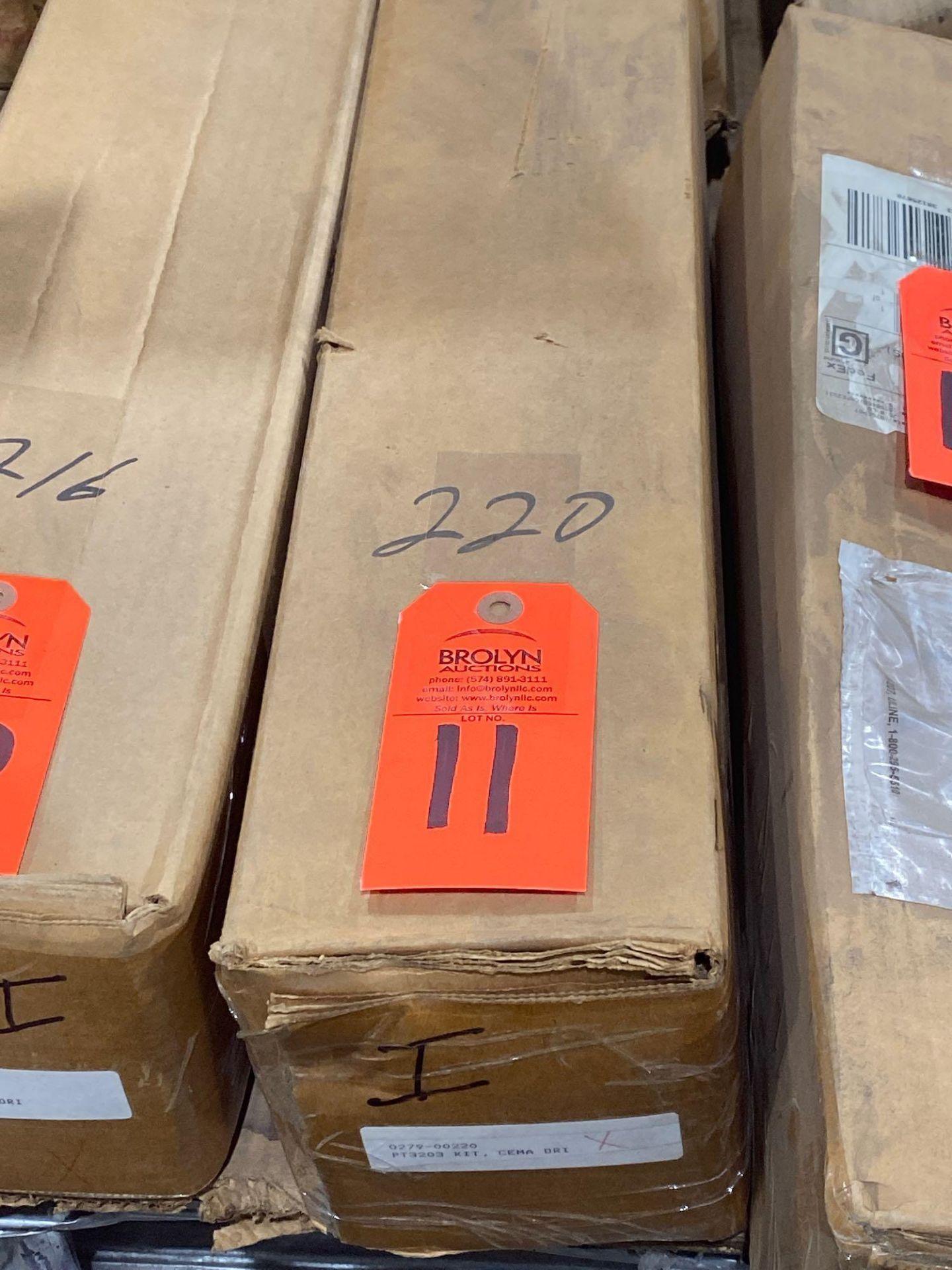 Lot 11 - Hub City model 0279-00220 kit. New in box.