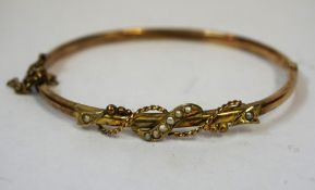 A 9ct Gold and Seed Pearl Bangle, Stamped 375, overall weight 4.5 grams