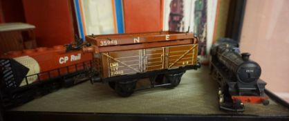 A Lot of Hornby by Meccano 0 Guage Model Train Carriages and Tender, circa 1950s, To include a