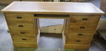 A Modern Light Oak Kneehole Desk, Having a pull out slide, flanked with four drawers, 81cm high,