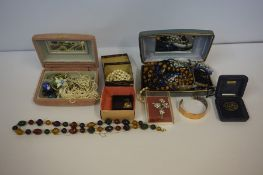 A Mixed Lot of Jewellery and Costume Jewellery, to include a 9ct gold ring, yellow metal chain,