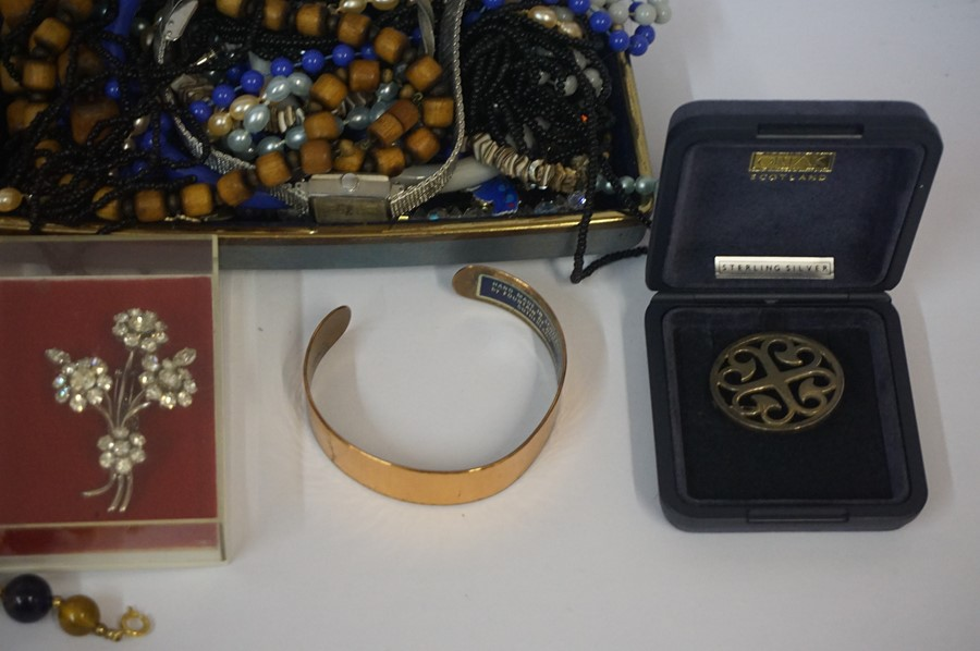 Lot 13 - A Mixed Lot of Jewellery and Costume Jewellery, to include a 9ct gold ring, yellow metal chain,