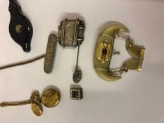 Quantity of Jewellery, to include a tiger claw brooch, locket with fob, two stick pins, silver