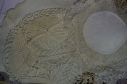 Quantity of Napery, to include linen and lace