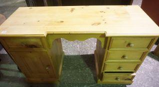 Pine Kneehole Dressing Table, Having drawers,