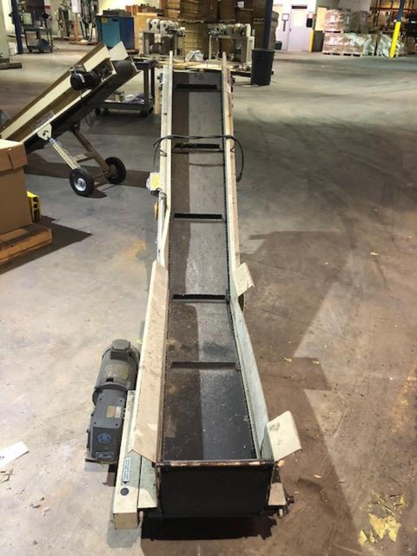 Lot 115 - TEC Conveyor