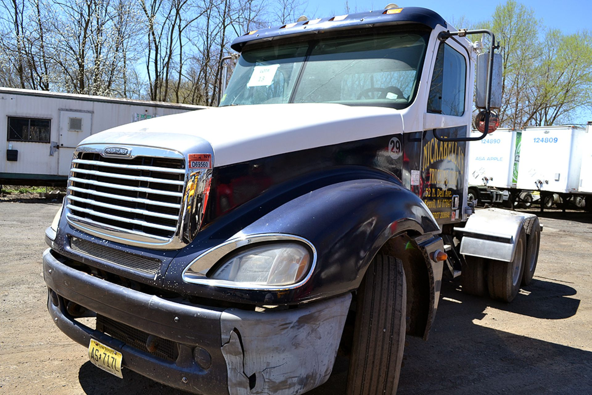 Lot 13 - 2007 Freightliner Columbia 120 Day Cab, Tandem Axle, Truck Tractor