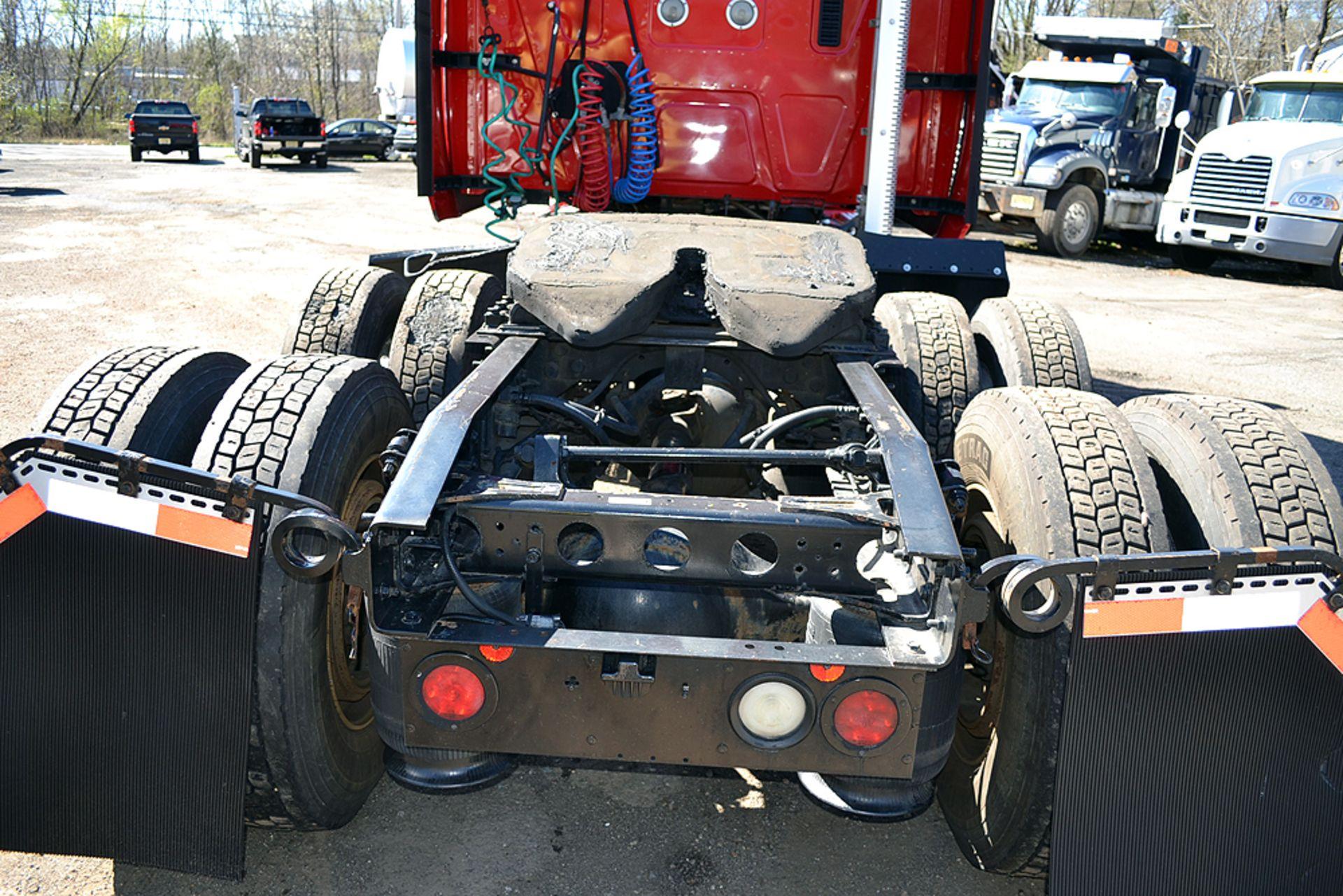 Lot 12 - 2010 International Prostar, Sleeper Cab Tandem Axle, Truck Tractor