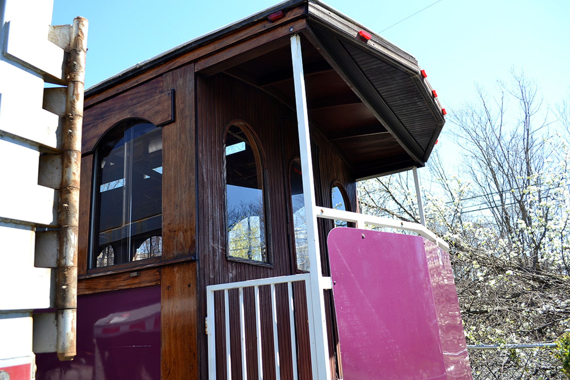 Lot 17 - 1983 Ford Trolley Bus