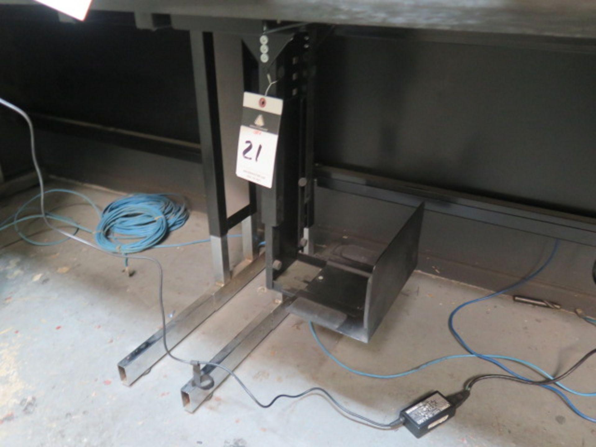 Lot 21 - Desks (2) (NO COMPUTER)