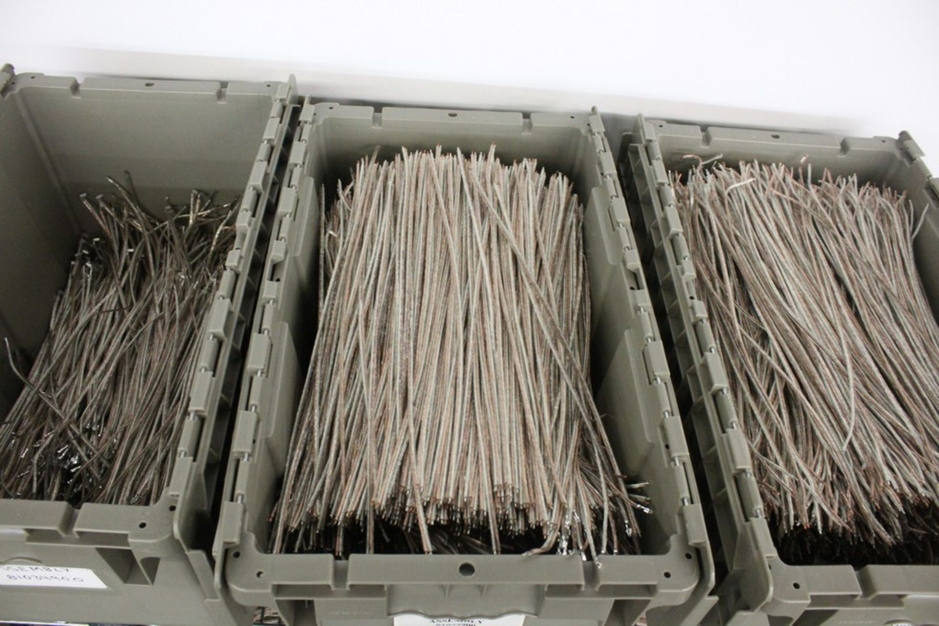 Lot 2024 - WIRING LEADS ON FOUR SHELVES