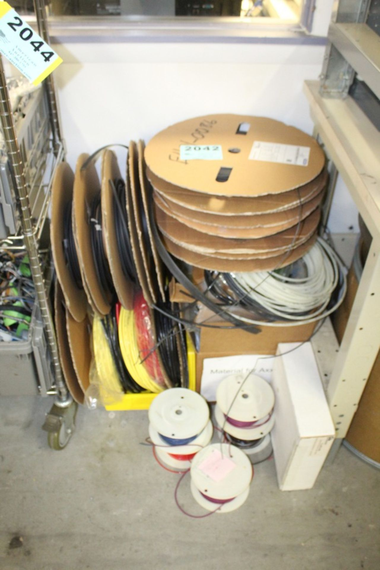 Lot 2042 - LARGE ASSORTMENT OF TUBING