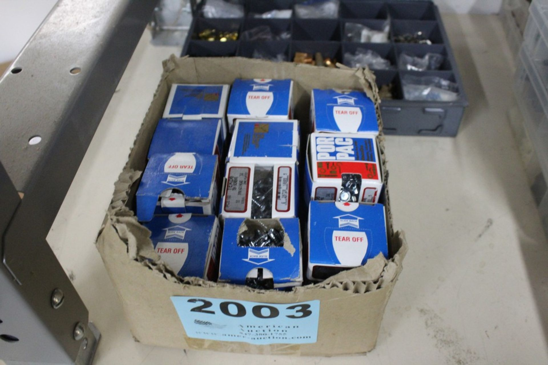 Lot 2003 - LARGE ASSORTMENT OF TEK SCREWS IN BOX