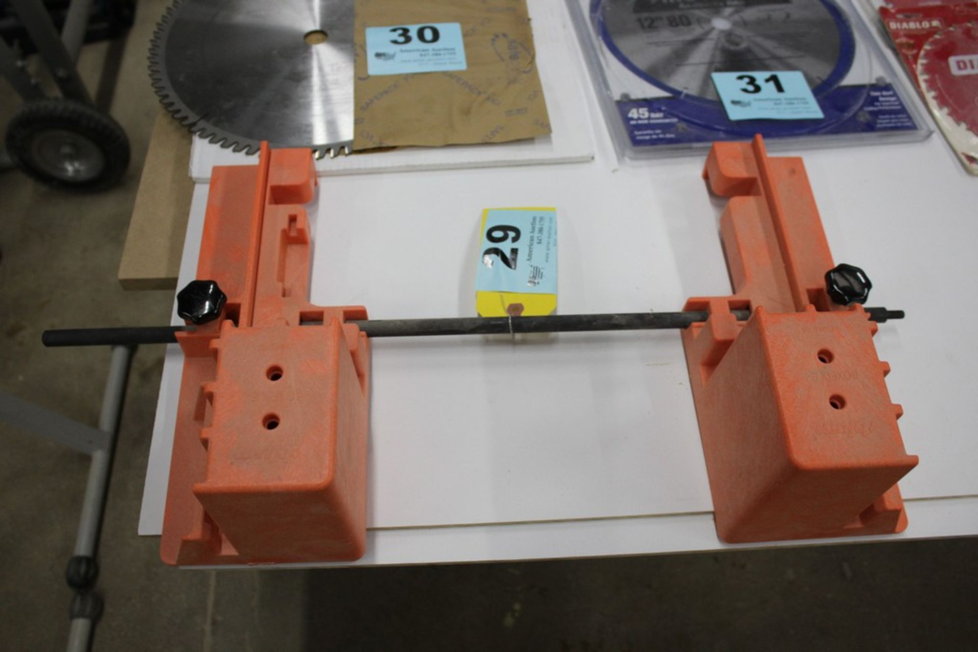 Lot 29 - CLAMPING FIXTURE