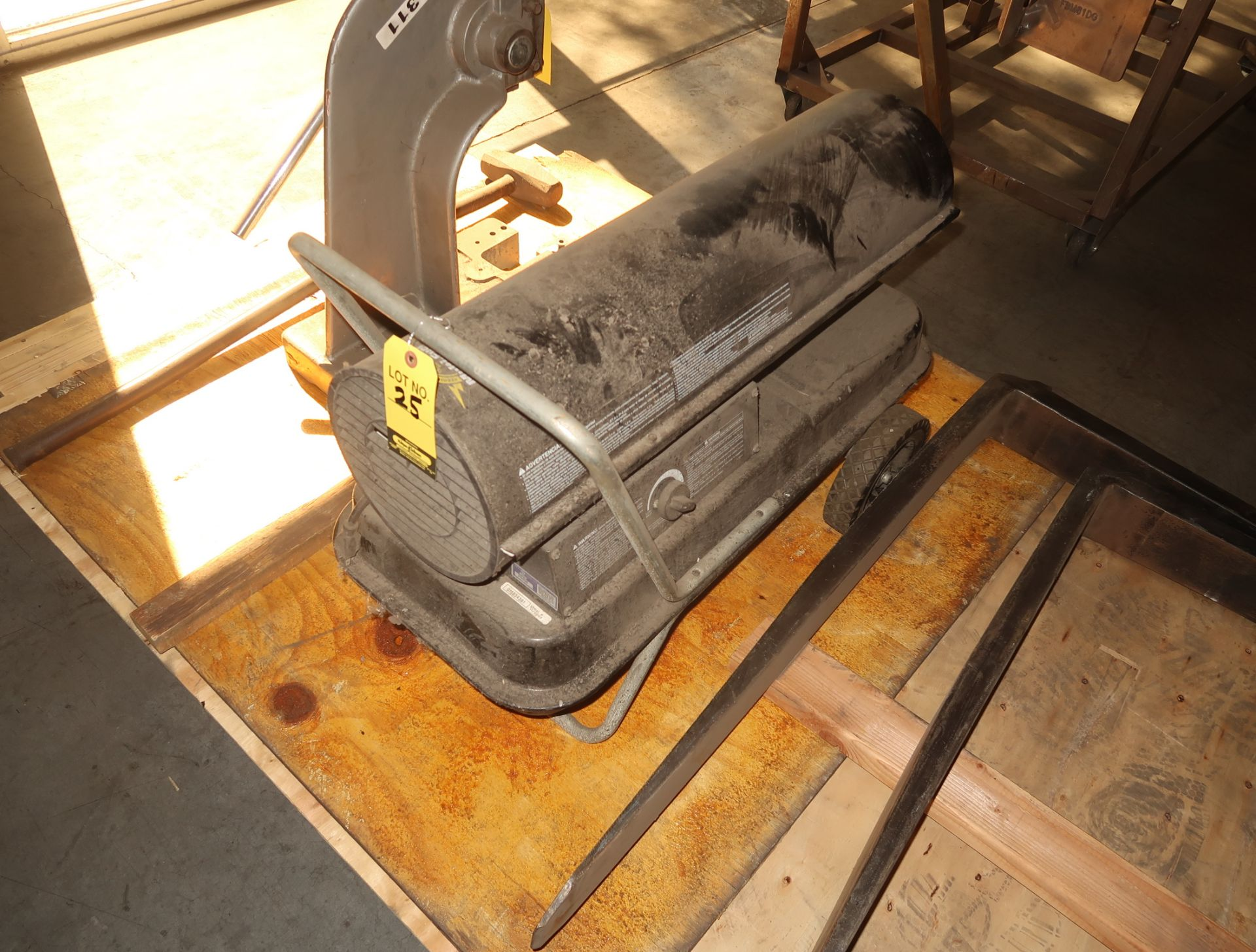 Lot 25 - REDDY HEATER 115,000BTV FUEL SPACEHEATER MDL. 29456