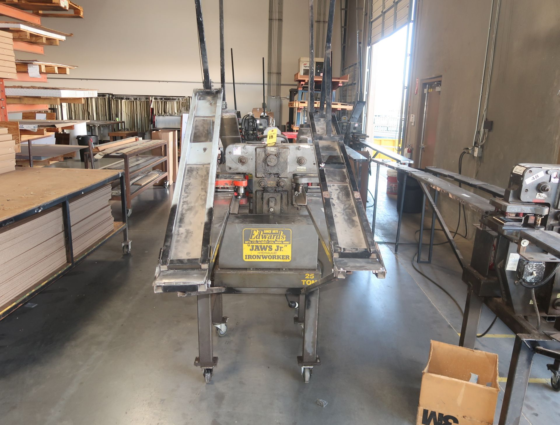 Lot 18 - EDWARDS JAW JR HYDRAULIC IRON WORKER 25TON