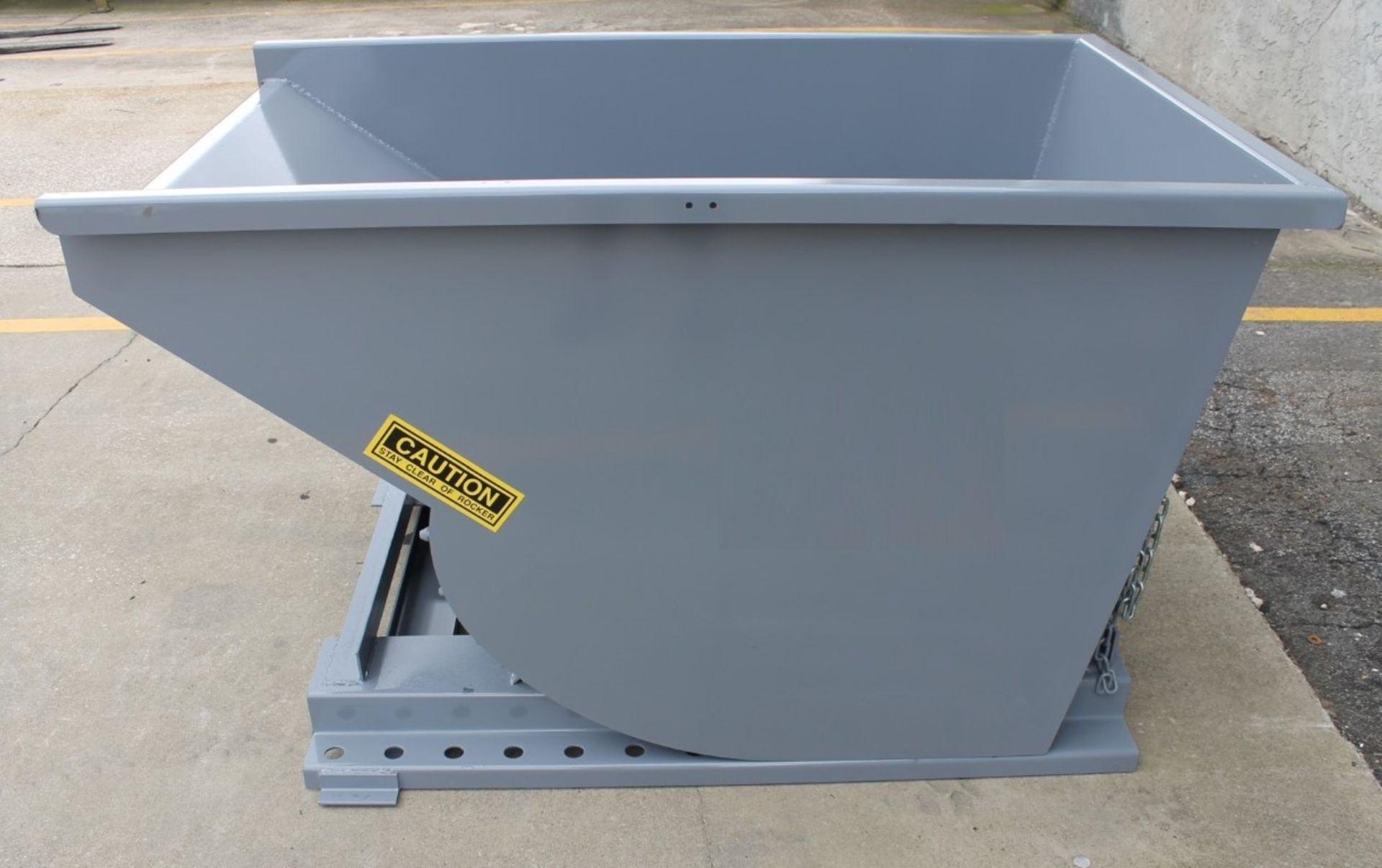 Lot 25 - 1 CU YARD SELF DUMPING HOPPER (NEW)