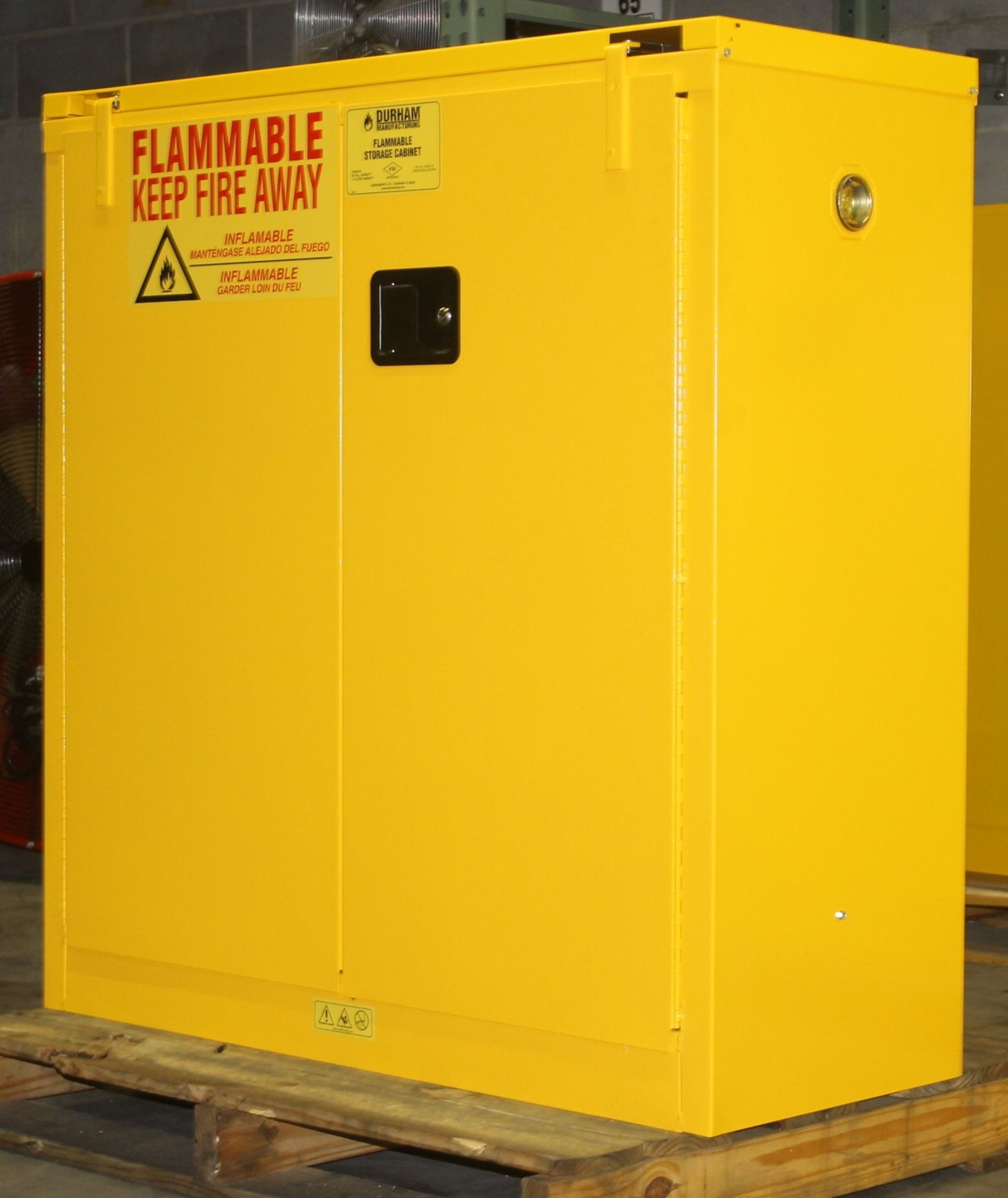 Lot 21 - 30 GALLONS FLAMMABLE SAFETY STORAGE CABINET, NEW NEVER USED MANUAL CLOSING