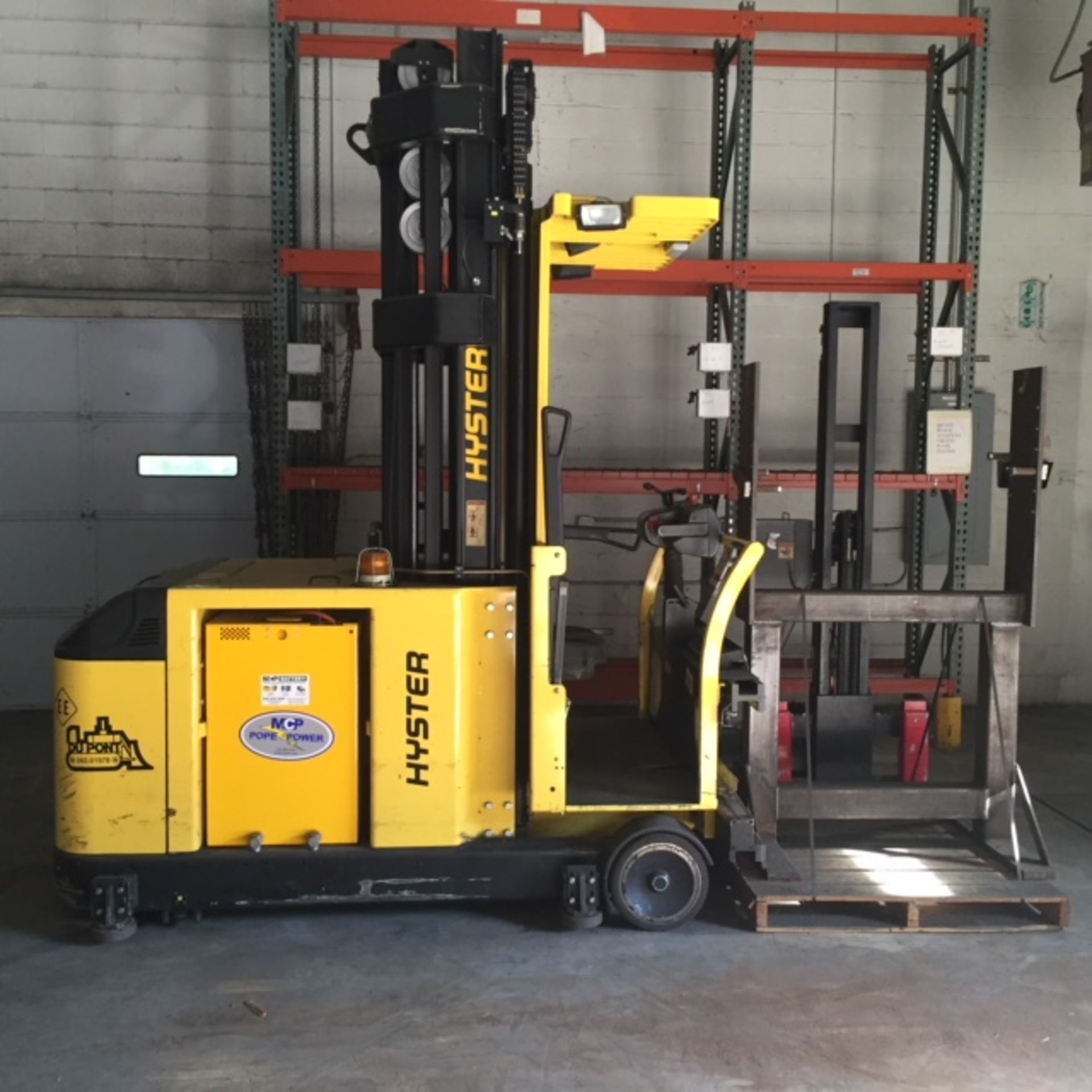 Lot 1 - 2003 ELECTRIC HYSTER V30XMU ELECTRIC MAN UP SWING REACH TURRET