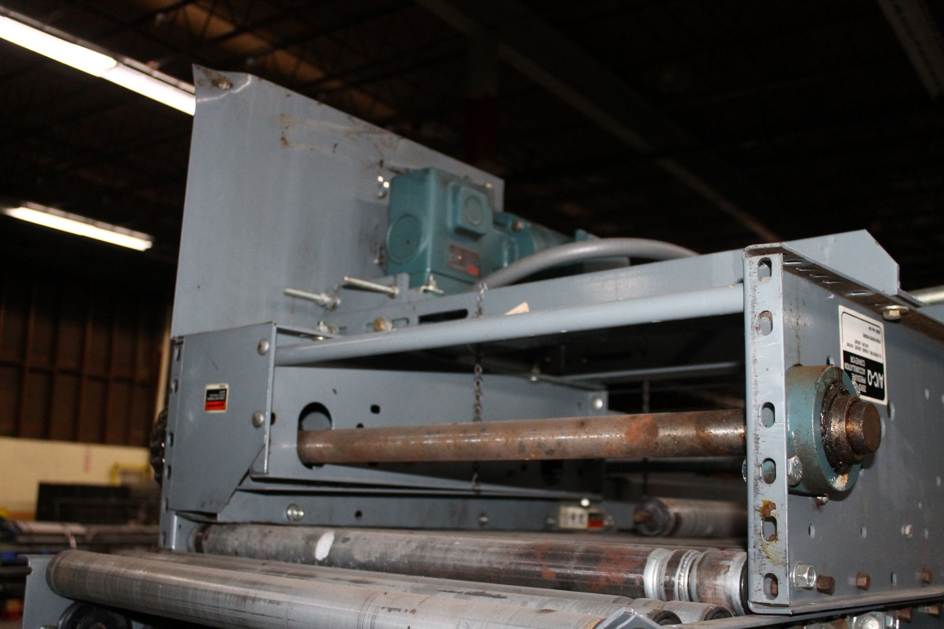 "Lot 15 - 30 FT OF 30""W GRAVITY CONVEYOR WITH MOTOR"