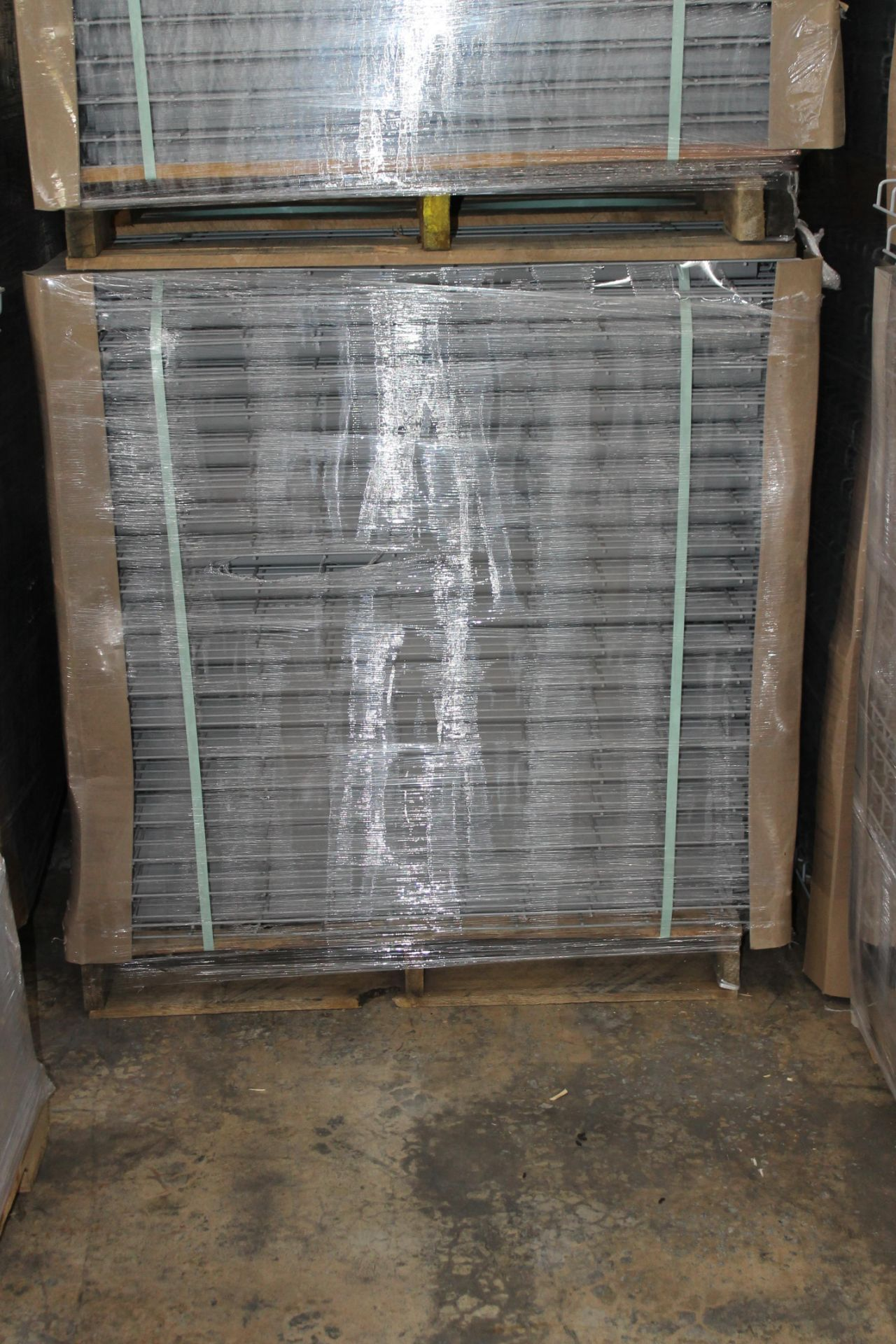 """Lot 47 - NEW 80 PCS OF STANDARD 42"""" X 46"""" WIREDECK - 2200 LBS CAPACITY"""
