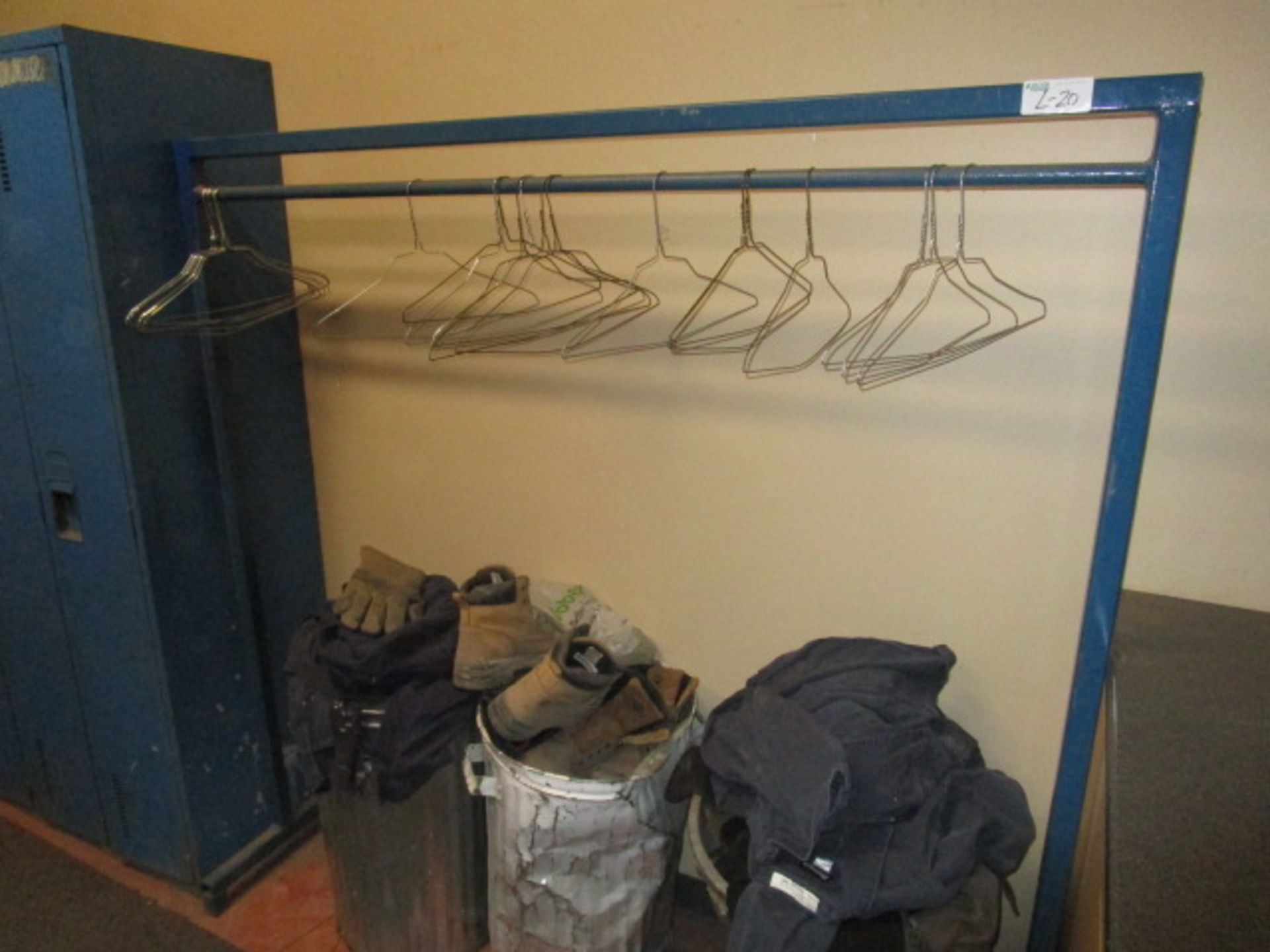 Lot 20 - Metal Frame Clothing Rack Approx 5'6""