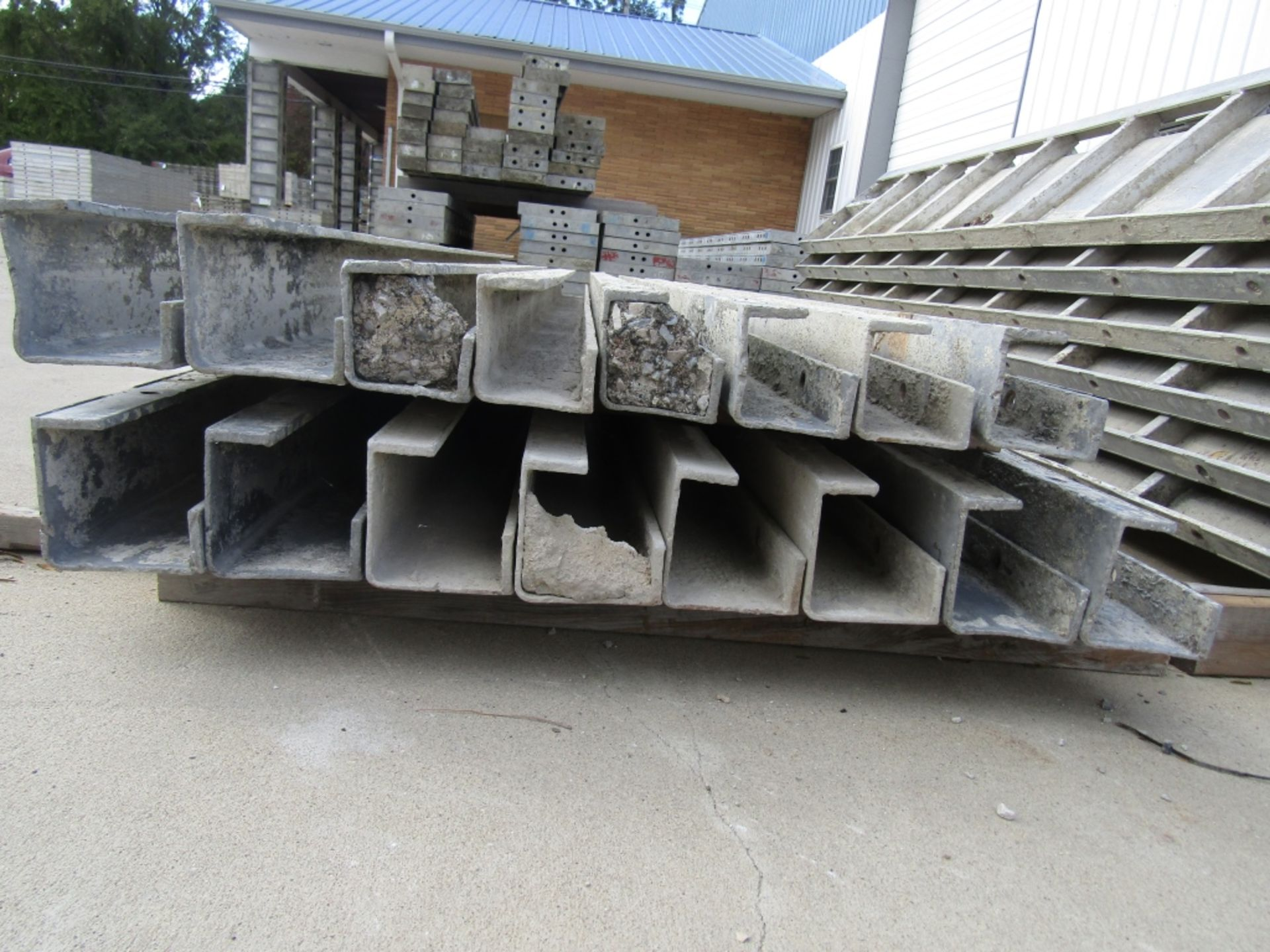 """(10) 5"""" x 5"""" x 9' Durand Concrete Forms, Inside Corners, Smooth 6-12 Hole Pattern, Full - Image 2 of 2"""