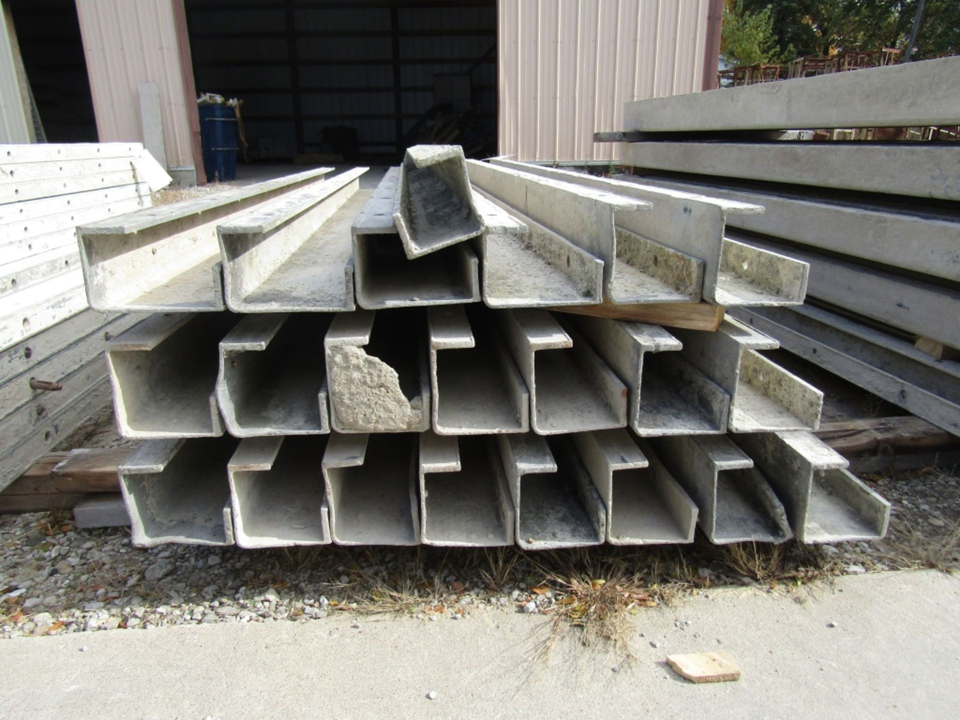 """(17) 5""""x5""""x8' & (4) 6""""x4""""x8' Durand Concrete Forms, Inside Corners, Smooth 6-12 Hole Pattern, Full - Image 2 of 3"""