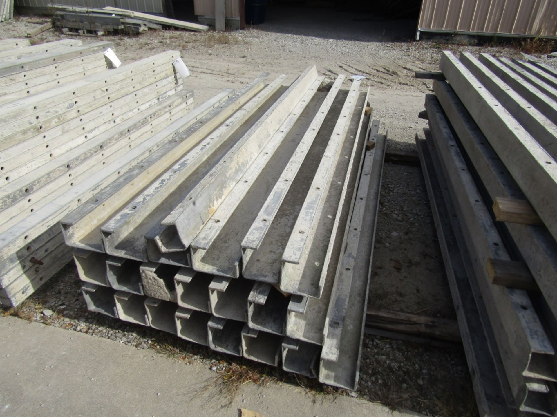 """(17) 5""""x5""""x8' & (4) 6""""x4""""x8' Durand Concrete Forms, Inside Corners, Smooth 6-12 Hole Pattern, Full - Image 3 of 3"""