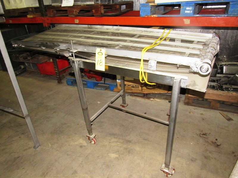 "Lot 18 - Stainless Steel Conveyor, 24"" W X 76"" L stainless steel ladder chain belt on wheels, 115 volts"