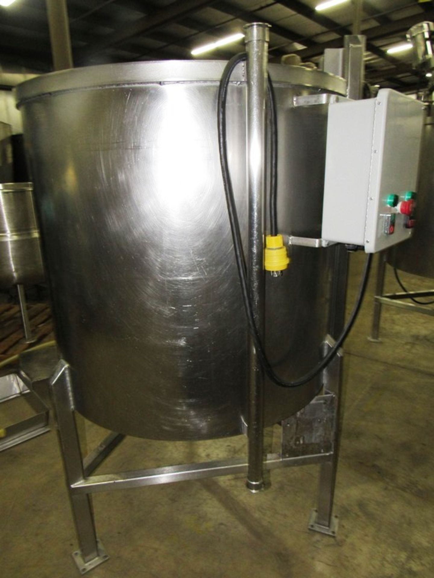 "Lot 25 - Stainless Steel Mix Tank, 38"" dia. X 36"" D flat bottom, 1"" bottom outlet, controls"
