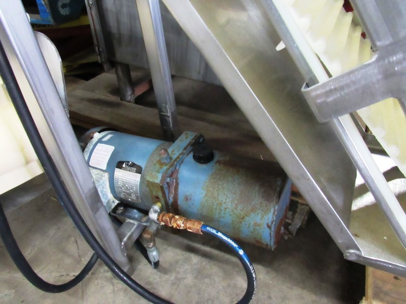 "Lot 43 - Stainless Steel Incline Conveyor, 10"" W X 102"" L flighted belt, 2"" high flights spaced 12"" apart,"