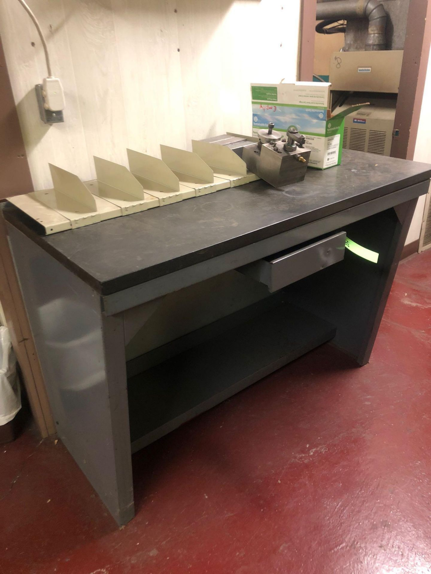 Lotto 334 - Vintage steel and granite testing bench