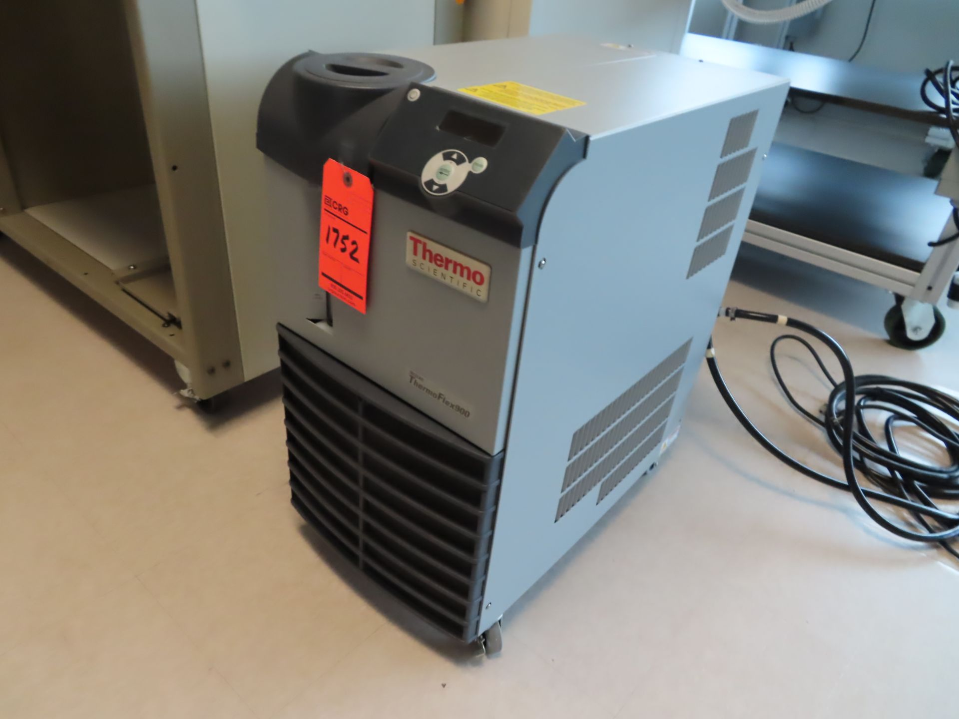 Lot 1752 - Thermo NesLab Thermoflex 900 chiller, located in B wing, 4th floor, room 449L