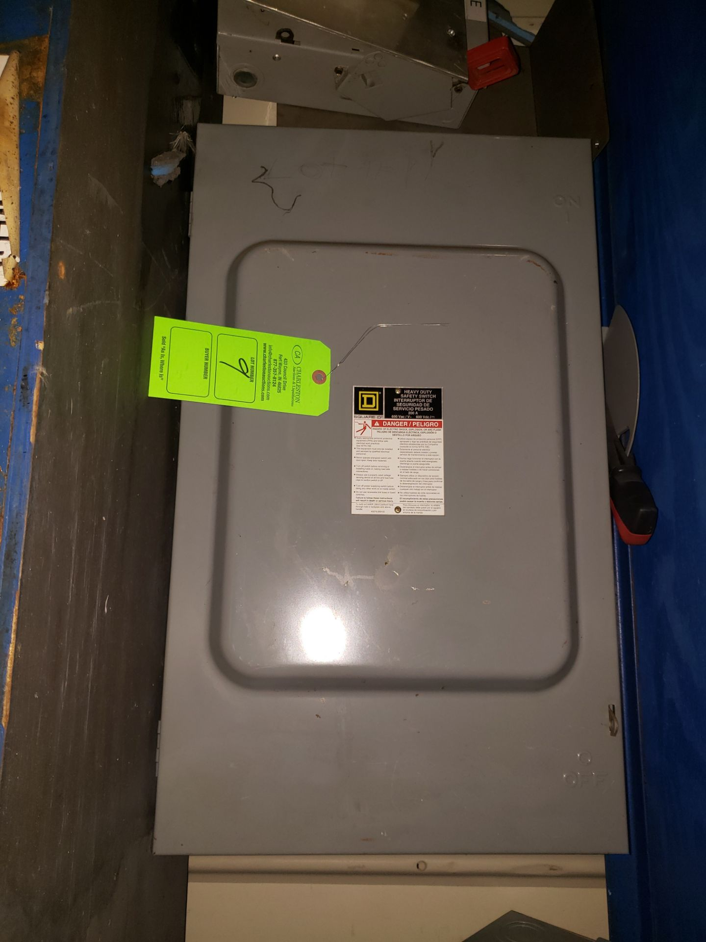 Lot 9 - SQUARE D HEAVY DUTY SAFETY SWITCH 600VAC/200AMP