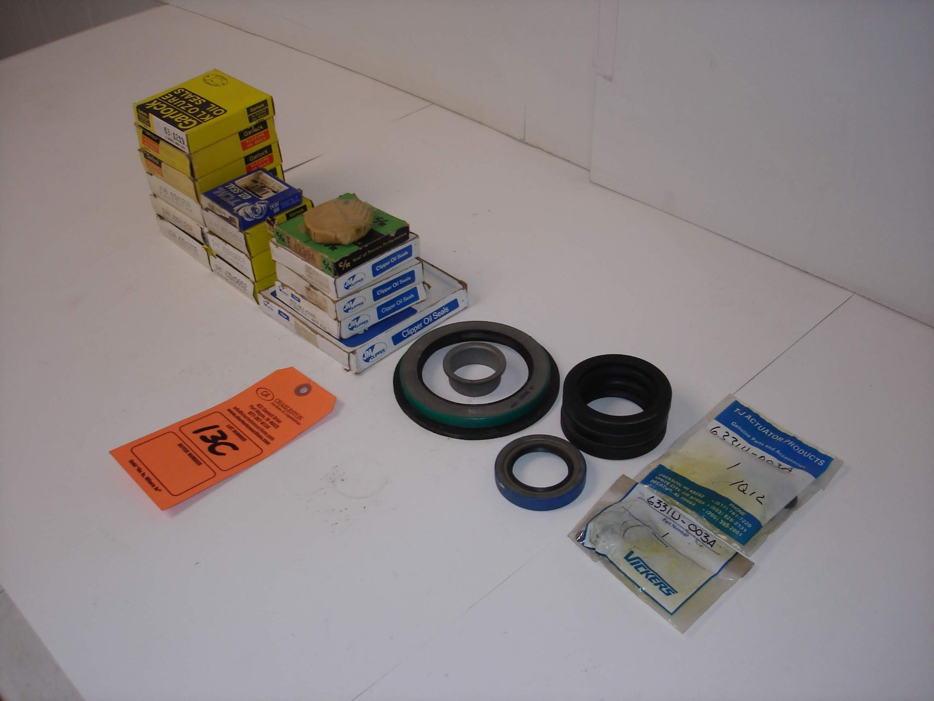 Lot 13C - (20+) MISC BRANDED OIL SEALS AND PARTS: NEW IN BOX GARLOCK KLOZURE OIL SEALS AND ALL OTHER ITEMS