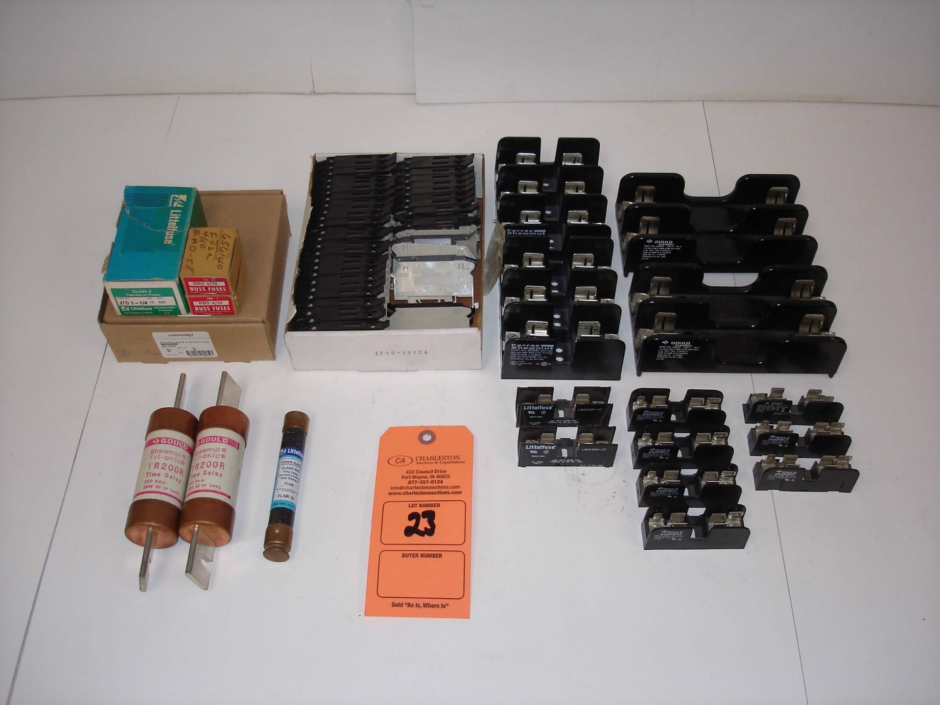 Lot 23 - (20+) MISC FUSES AND ACCESSORIES: BUSSMANN BBS 4/10 10/BOX AND ALL OTHER ITEMS INCLUDED IN PHOTOS!