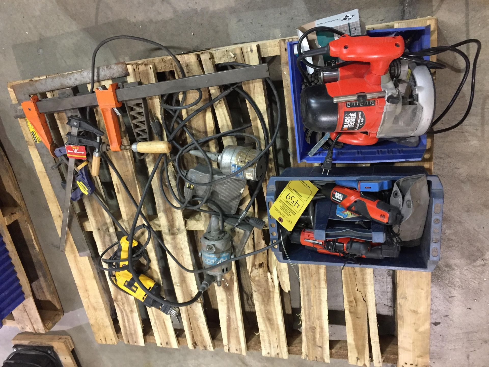 Lot 459 - PALLET OF MISC. POWER TOOLS INCLUDING BLACK & DECKER ROUTER; SCREWDRIVERS; DEWALT DRILL & CLAMPS