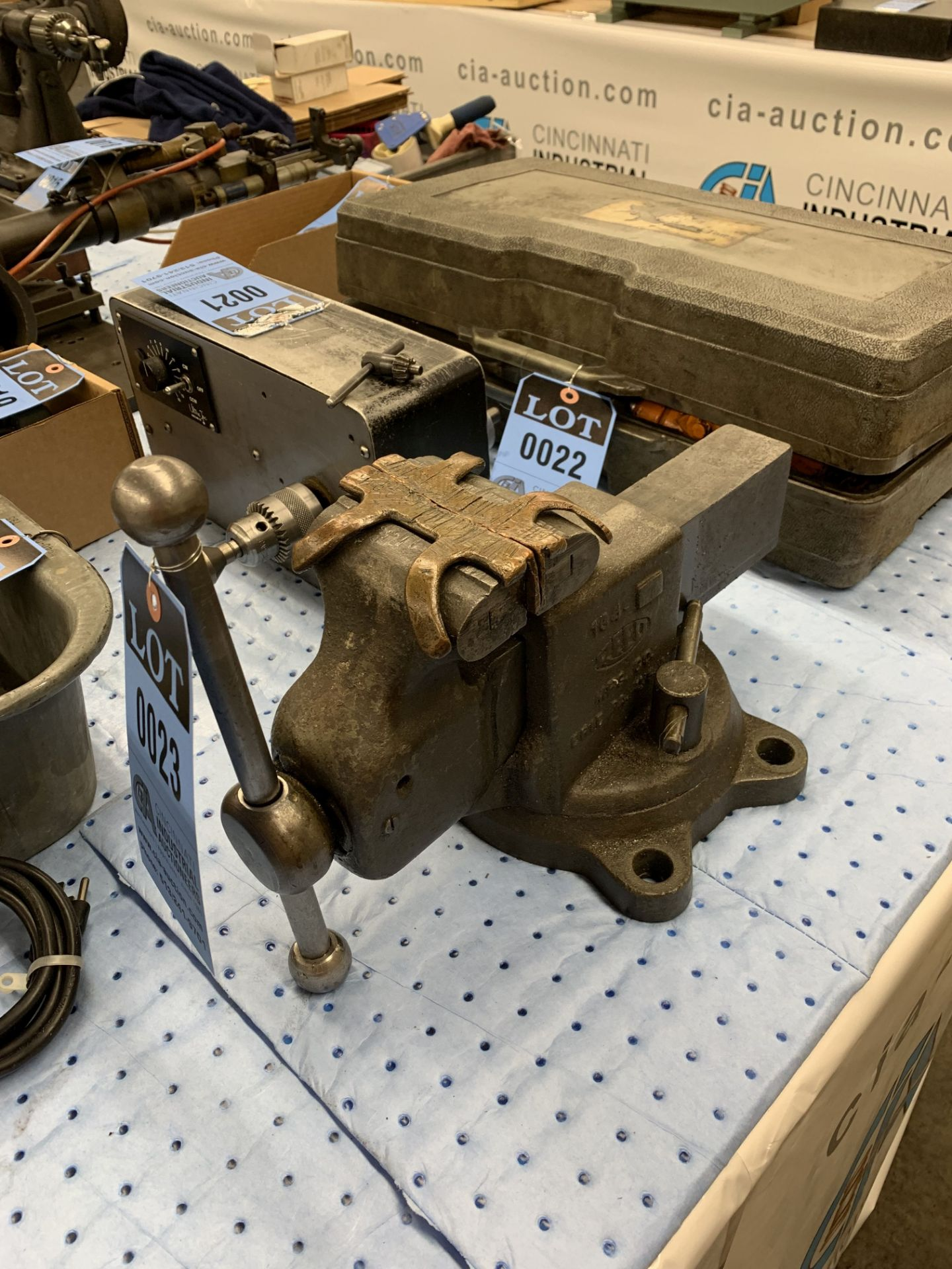 """Lot 23 - 4"""" REED BENCH VISE"""